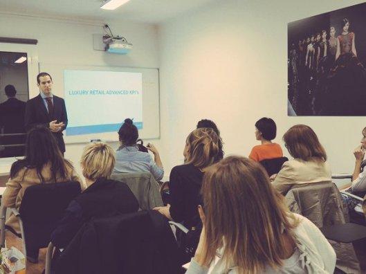 Uno de los cursos de KPI's impartido por Bernat Claret en Luxe Talent Barcelona